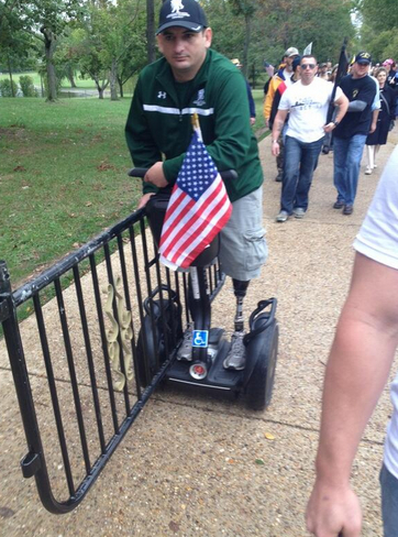 Disabled veteran carries barricade to White House on his Segway